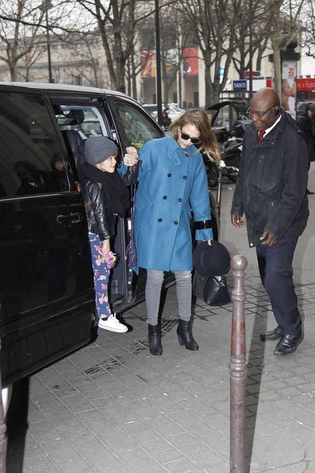 Jessica Alba et Honor Marie à Paris le 1er mars 2013