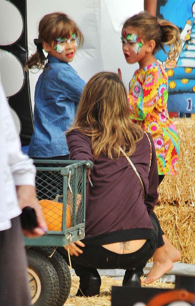 Jessica Alba chez Mr Bones Pumpkin Patch avec sa fille Honor le 13 octobre 2013