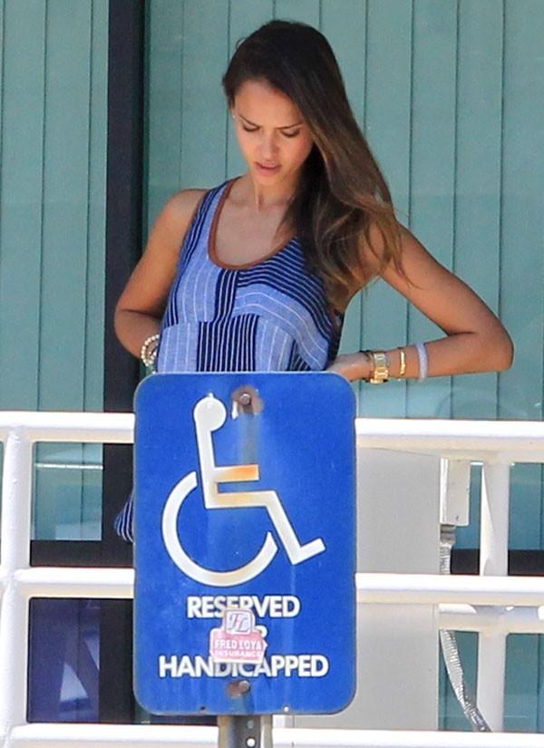 Jessica Alba à la recherche de nouveaux bureaux à Los Angeles le 31 juillet 2012