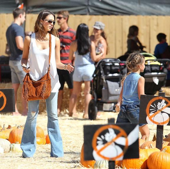 Jessica Alba chez Mr bones pumkin patch le 11 octobre 2014