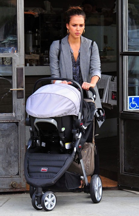 Jessica Alba et sa petite Haven Garner à Los Angeles !