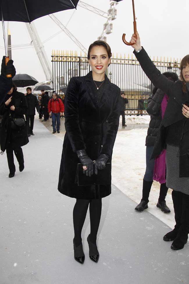 Jessica Alba au défilé Haute-Couture Dior aux Tuileries de Paris le 21 janvier 2013