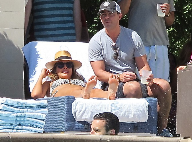 Jessica Alba : les doigts de pieds en évantail pour un moment de farniente entre amis sous le soleil de Vegas !
