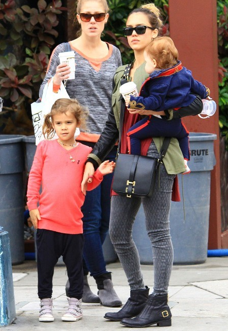 Jessica Alba, Honor Marie et Haven Garner le 1er décembre 2012 à Los Angeles