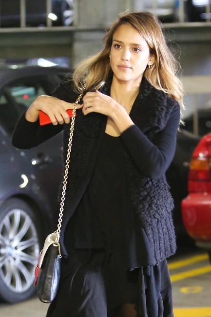Jessica Alba à Beverly Hills, le 26 novembre 2012.