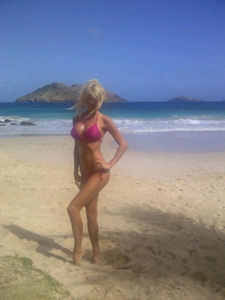 Version bikini rose qui s'expose sur Twitter !