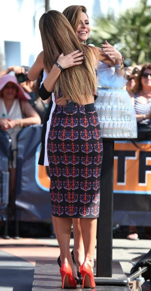 Jessica Alba et Maria Menounos à Los Angeles, le 26 septembre 2013.