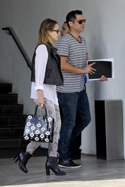 Jessica Alba et son mari Cash Warren le 19 octobre 2012 à West Hollywood