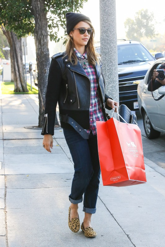 Jessica Alba à Beverly Hills, le 13 décembre 2013