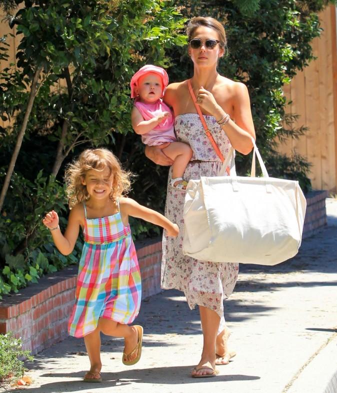 Jessica Alba et ses filles à Hollywood, le 5 août 2012.
