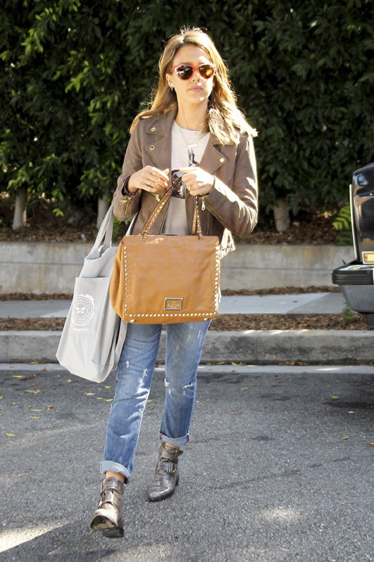 Jessica Alba à Santa Monica le 11 octobre 2013