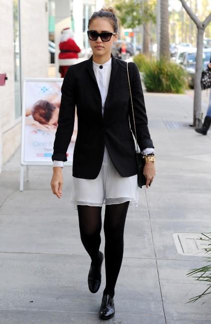 Jessica Alba à Los Angeles, le 18 décembre 2011.