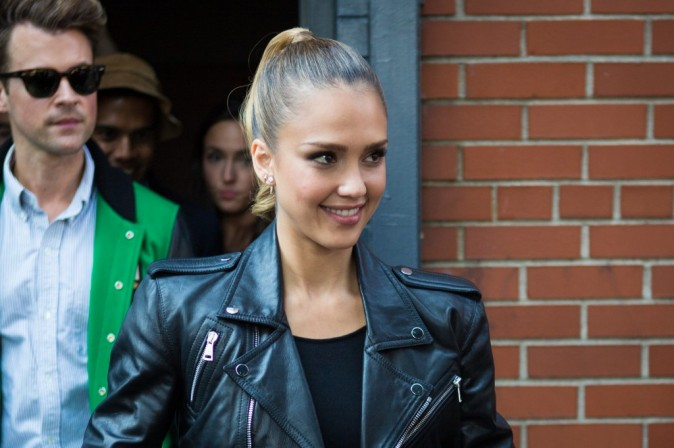 Jessica Alba se rendant au défilé Ralph Lauren à New York, le 13 septembre 2012.