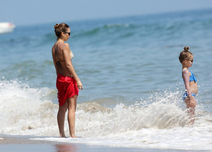 Photos : Jessica Alba : virée à la plage avec son adorable Honor !