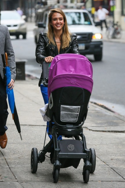 Jessica Alba et sa fille Haven à µNew York, le 4 octobre 2012.
