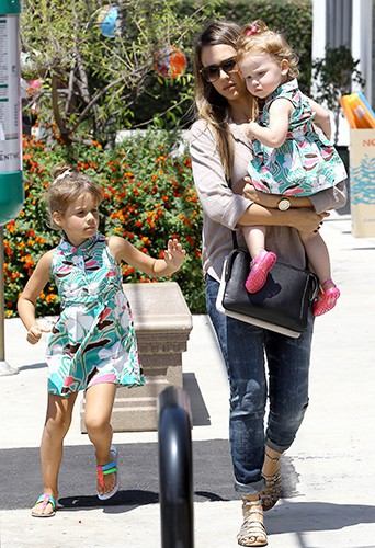 Jessica Alba et ses filles à Los Angeles le 3 août 2013