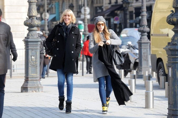 Jessica Biel avec une de ses amies à Paris le 26 février 2013