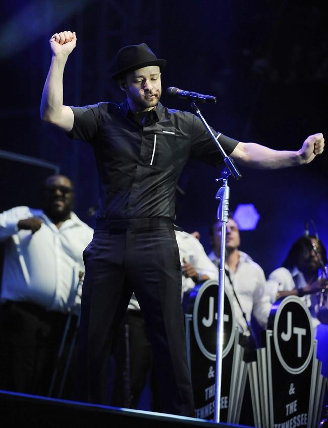 Justin Timberlake sur la scène du Yahoo ! Wireless Festival de Londres le 12 juillet 2013