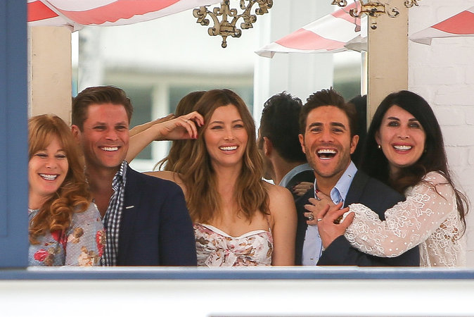 Jessica Biel : elle s'�clate avec ses amis pour c�l�brer l'ouverture de son restaurant !