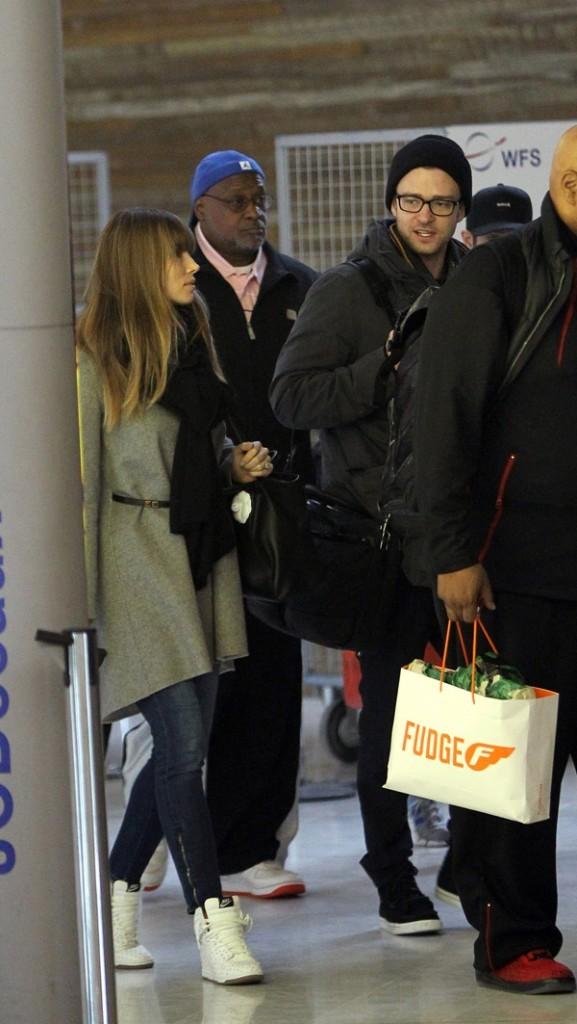Jessica Biel et Justin Timberlake à l'aéroport Roissy Charles de Gaulle de Paris le 27 février 2013