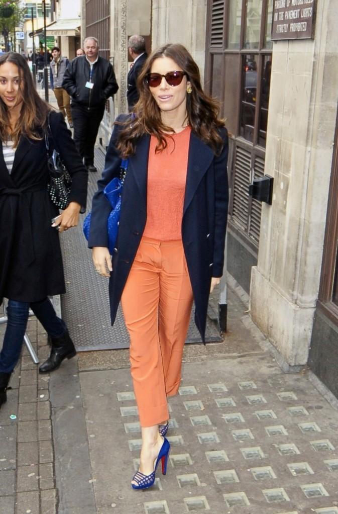 Jessica Biel sortant des locaux de Radio 1 à Londres, le 2 décembre 2011.