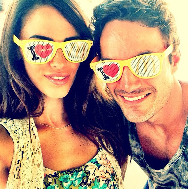 Jessica Lowndes et Thom Evans heureux