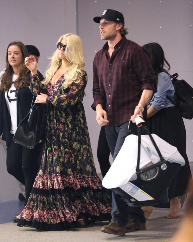 Jessica Simpson en famille à l'aéroport de Los Angeles, le 11 septembre 2012.