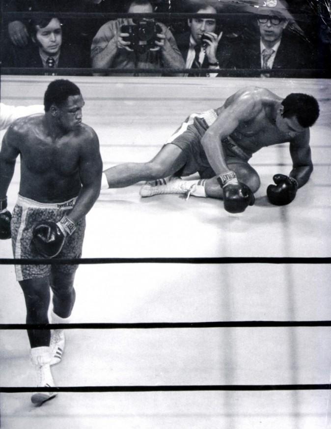 Ali à terre, Joe regagne son coin. Le cliché est entré dans la légende !