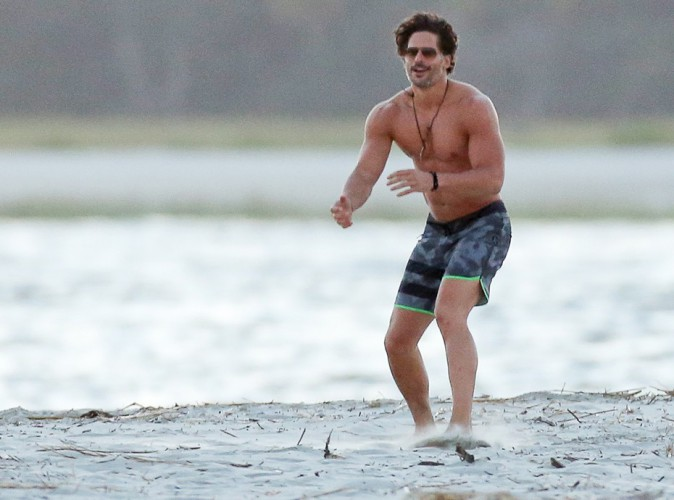 Joe Manganiello : instant sexy... L'Apollon torse nu sur le tournage de Magic Mike XXL !