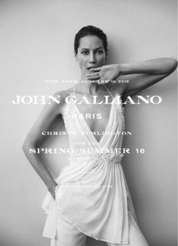 Photos : John Galliano est de retour : il choisit une icone pour sa première campagne !