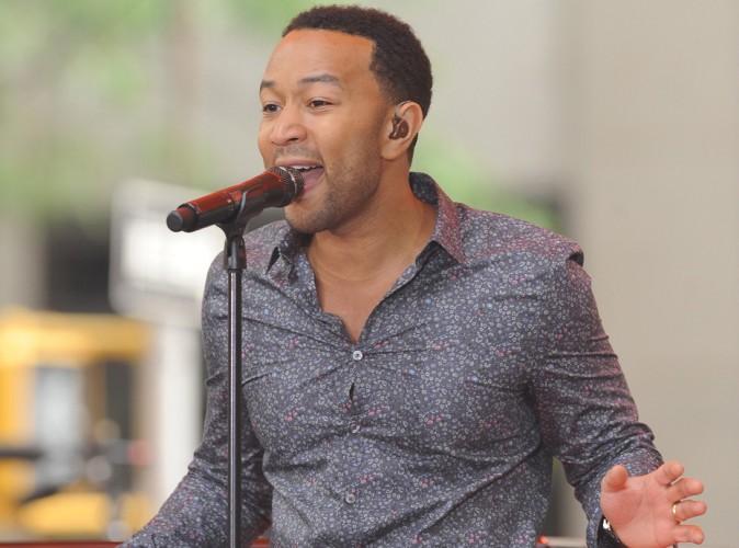 """John Legend : il met New-York à ses pieds et célèbre une nouvelle fois la femme dans le clip de """"You and I"""" !"""