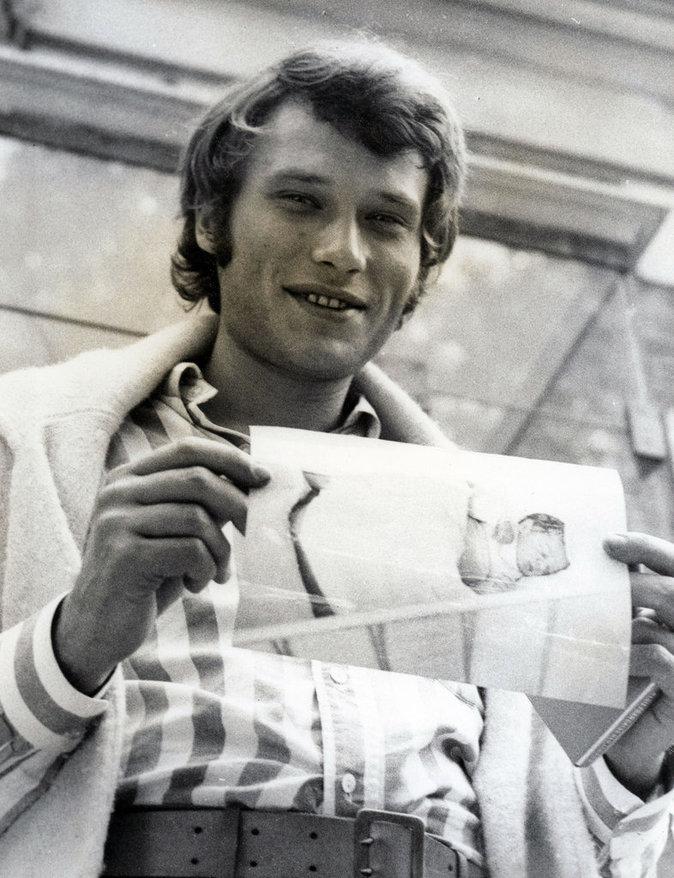 Photos : Johnny Halliday fête ses 73 ans ! Retour en images sur les plus beaux looks du rockeur !