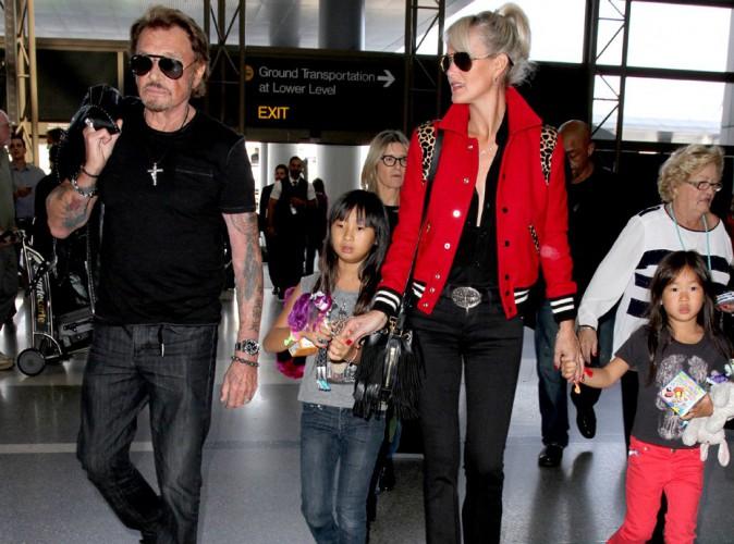 Johnny Hallyday : la vieille canaille quitte L.A. en famille, direction Paris !