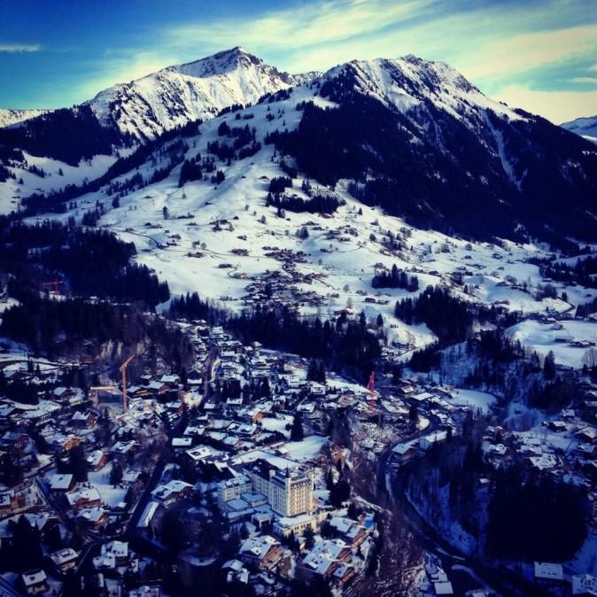 Vue royale sur les montagnes suisses.