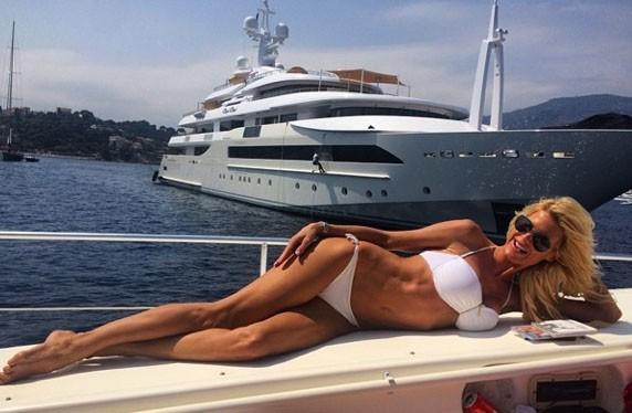 Jonathan Cheban : le BFF de Kim Kardashian lui fait des infidélités avec Victoria Silvstedt sur la French Riviera !