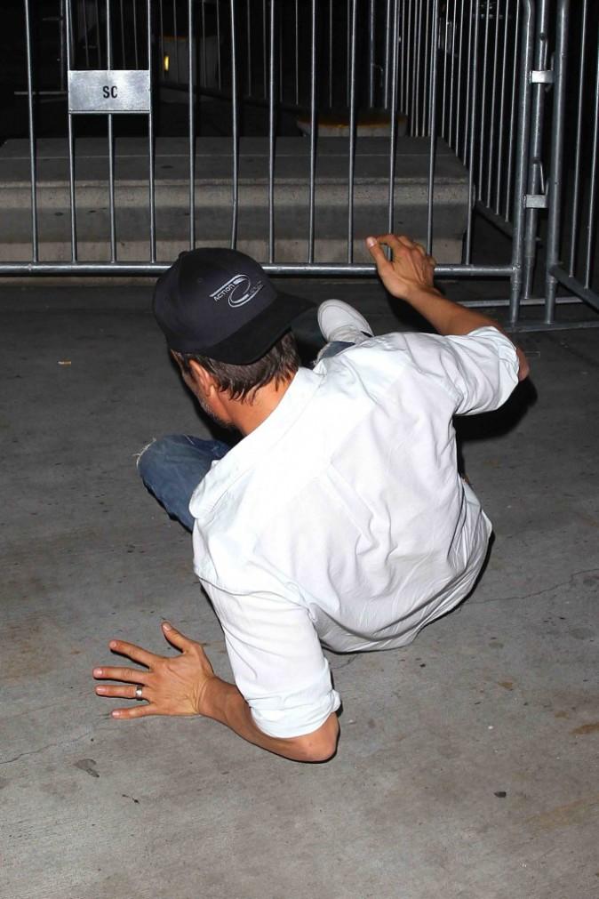 Josh Duhamel : il chute en direct, mais heureusement Axl n'était pas dans ses bras !