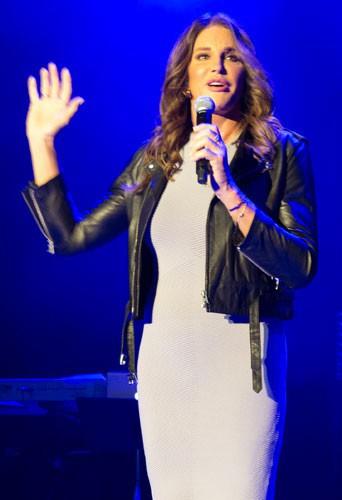 Photos : jugée plus sexy que Kris, Caitlyn Jenner dégaine (encore) le cuir !