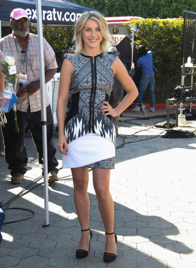 Julianne Hough sur le plateau de l'émission Extra à Los Angeles, le 15 octobre 2013.