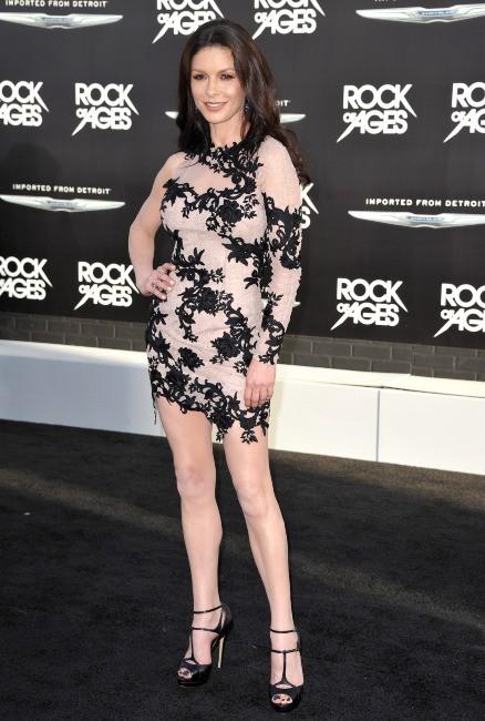 Catherine Zeta-Jones lors de la première du film Rock of Ages à Los Angeles, le 8 juin 2012.