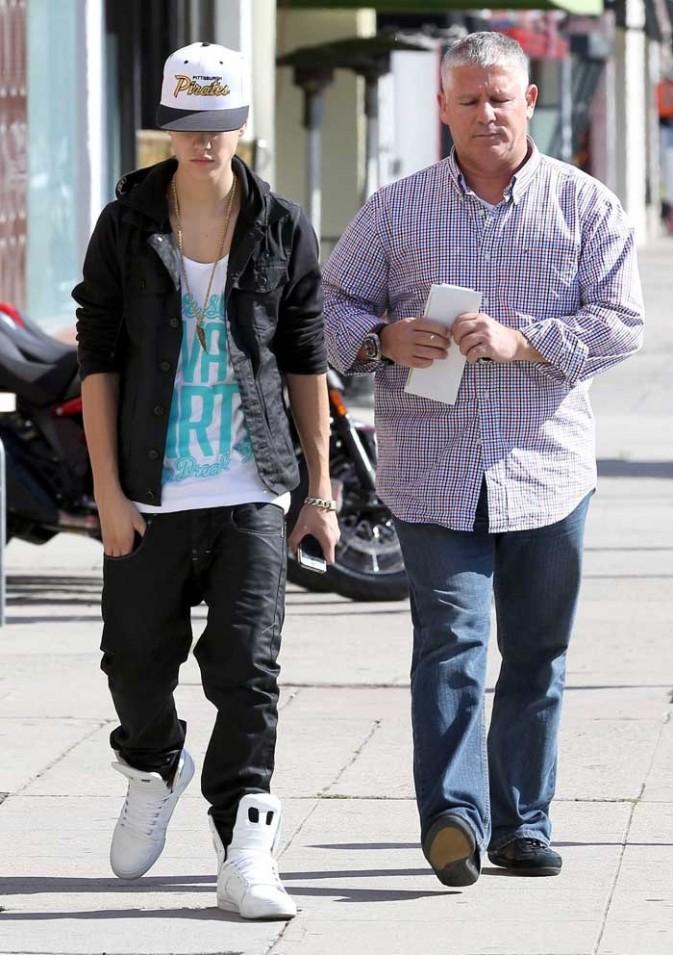 Justin Bieber sort d'un garage Ducati à Beverly Hills