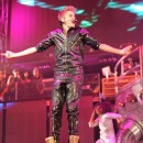 Justin Bieber sur la scène du Staples Center de Los Angeles le 2 octobre 2012