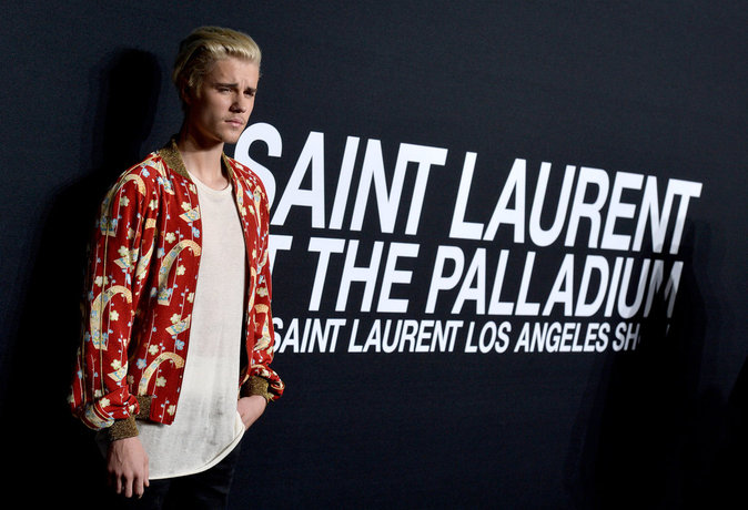 Photos : Justin Bieber et Lucky Blue Smith : duel de belles gueules chez Saint Laurent!