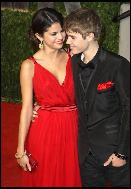 Justin Bieber et Selena Gomez officialisent leur amour le 27 février 2011