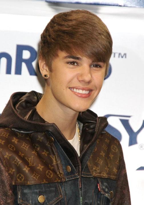 Justin en version cheveux clairs ...