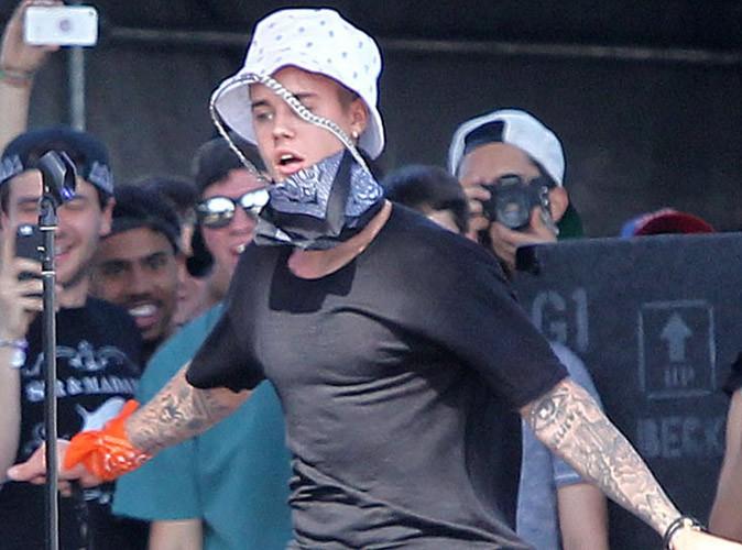 Justin Bieber : il dégaine le bob pour son passage surprise à Coachella !