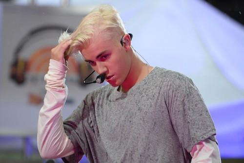 Photos : Justin Bieber passe (de nouveau) au blond platine !