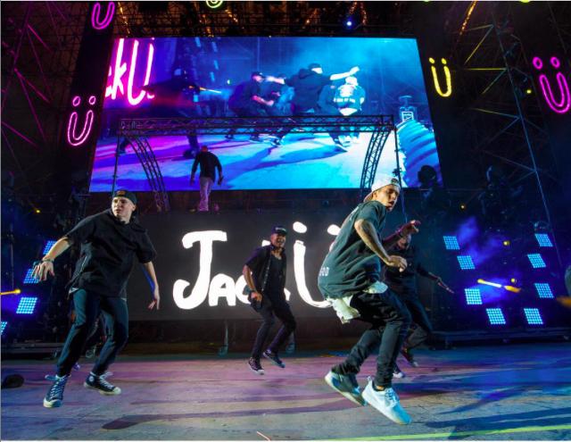 Justin Bieber : Torse musclé, regard de braise et corps luisant... Il a tout d'un grand !