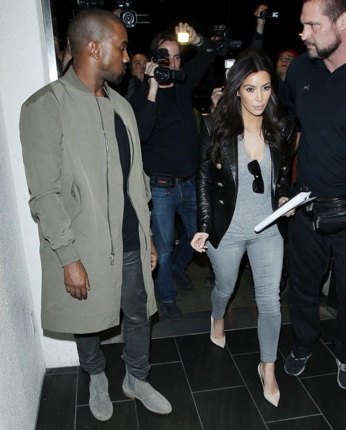 Kanye West et Kim Kardashian à l'aéroport de Los Angeles, le 24 mars 2014.