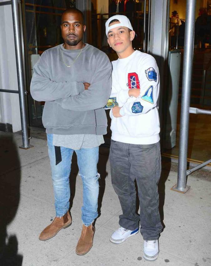 Kanye West : il flashe sur un paparazzi !