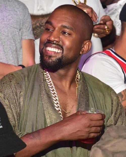 Photos : Kanye West : pendant que Kim bosse, il s'éclate en boîte !